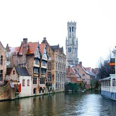Canal scene in Bruges. Photo courtesy of voyagesofdiscovery on Instagram.
