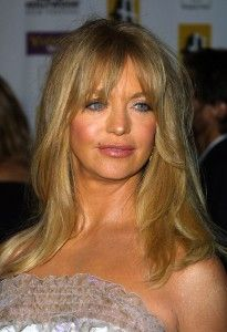 They may never walk down the aisle and say the vows, but everyday for nearly 30 years Goldie Hawn and Kurt Russell have been saying I do to loving each other. Goldie Hawn Kurt Russell, Sophia Loren Images, Aging Gracefully, Woman Crush, New Hair, Hair Pins, Cool Hairstyles, Hair Beauty, Hair Styles