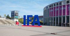 Lo mejor de los celulares de la IFA 2015: Pantallas 4K sensores de fuerza y un celular-PC   Mientras Sony presentó el primer smartphone con una pantalla 4K Huawei hizo lo propio con un equipo que tiene Force Touch como el Apple Watch y Acer anunció el primer móvil con Windows 10 Mobile.  Pasa todos los años: la IFA de Berlín abre sus puertas este viernes pero la catarata de anuncios comienza unos días antes: el lunes con el reloj de pantalla circular de Samsung; hoy con la computadora…
