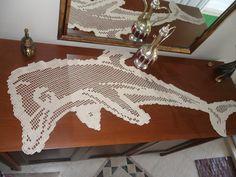 yunus balığı şeklindeki dantel masa örtüsü
