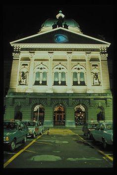Krzysztof Wodiczko, Bern, 1985 | learn more here: http://nfb.ca/film/krzysztof_wodiczko_projections