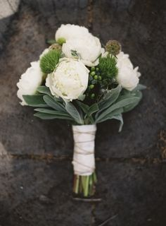 So gorgeously understated...great white and green bouquet!