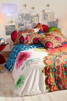 Pretty bed decals from Desigual.