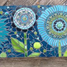 Mosaic flowers - fanciful and beautiful Mosaic Flower Pots, Mosaic Pots, Mosaic Wall Art, Mosaic Glass, Mosaic Tiles, Tiling, Stained Glass, Mosaic Crafts, Mosaic Projects