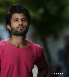 Vijay Devarakonda Girlfriend and Family Bollywood Couples, Bollywood Actors, Allu Arjun Wallpapers, Telugu Hero, Love Couple Images, Vijay Actor, Vijay Devarakonda, Actors Images, Poses For Men