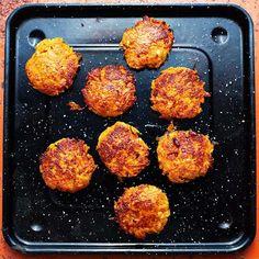 carrot and halloumi patties. Raw Food Recipes, Veggie Recipes, Cooking Recipes, Healthy Recipes, Vegetarian Cooking, Vegetarian Recipes, Simply Recipes, Simply Food, Greens Recipe
