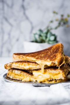 It's all about the perfect grilled cheese. This is the best and most perfect grilled cheese sandwiches that money can buy. It's just three ingredients and couldn't be simpler. grilledcheese use MAYO on the outside of the bread instead of butter. Who knew? Perfect Grilled Cheese, Best Cheese, Cheese Food, Cheese Burger, Cheese Plates, Falafels, Bagels, National Grilled Cheese Day, Ideas Sándwich