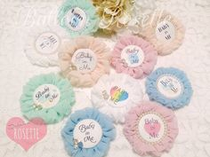 可愛い!シフォンロゼットの作り方まとめ | marry[マリー] Rosettes, Embroidery Designs, Diy And Crafts, Ribbon, Pastel, Baby Shower, Bows, Handmade, Wedding
