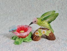 Vintage Hummingbird Feeding on Flower Butterfly Salt Pepper Shakers – Hummingbird Salt Shaker by BeanzVintiques on Etsy