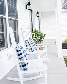 Awesome Elegant Chair Decoration Ideas For Spring Porch Summer Front Porches, Summer Porch Decor, Beach Porch, Porch Kits, Porch Ideas, Yard Ideas, Building A Porch, Home Improvement Loans, House With Porch