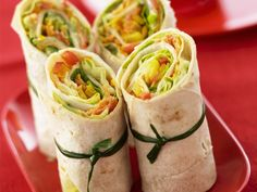 Wraps - love it! Veggie Recipes, Vegetarian Recipes, Healthy Recipes, Tacos And Burritos, Veggie Wraps, Good Food, Yummy Food, Mets, Snacks