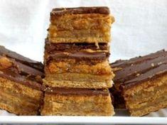 Paleo Zserbó (liszt-, cukor- és tejmentes) Low Calorie Desserts, Gluten Free Desserts, Healthy Cookies, Healthy Desserts, Paleo Dessert, Dessert Recipes, Paleo Desert Recipes, No Carb Recipes, Salty Snacks