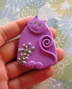 Fimo Polymer Clay white Cat with flowers Brooch Pin or Magnet