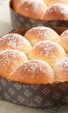 King Arthur Flour: Big Batch Quick Dinner Rolls - These soft, tender, warm rolls are perfect for your Easter celebration. Quick Dinner Rolls, Dinner Rolls Recipe, Quick Rolls, Bagels, Baked Rolls, King Arthur Flour, Bread Baking, Yeast Bread, Cooking Recipes