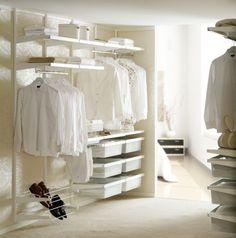 Luxury Helles begehbares Ankleidezimmer offener Kleiderschrank von elfa