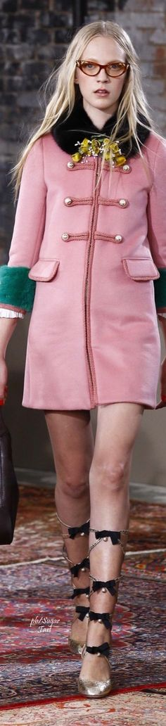 "Gucci Resort 2016 - If the hemline on this were lengthened .... ""Even the most beautiful legs look better when the kneecap is covered"" Edith Head."