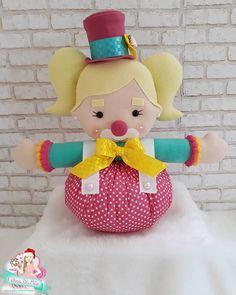 Peso de Porta de Feltro: 33 Modelos para se Inspirar - Escola de Feltro Kids Crafts, Foam Crafts, Clown Party, Felt Animals, Princess Peach, Baby Shower, Christmas Ornaments, Sewing, Holiday Decor