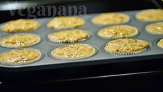(Scroll down for English version)     Fiz estes muffins pela primeira vez na casa dos meus filhos. Queria fazer algo, e tudo o que eu enco...