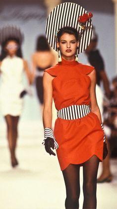 28a17d2974520 Linda Evangelista et les autres modèles auxquels Karl Lagerfeld a contribué  au succès