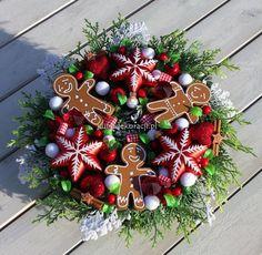 Mały Wianek świąteczny z gwiazdkami i ciastkami-wianki świąteczne,ozdoby świąteczne,dekoracje na Boże Narodzenie
