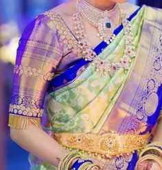 Traditional Blouse Designs, Simple Blouse Designs, Stylish Blouse Design, Wedding Saree Blouse Designs, Pattu Saree Blouse Designs, Blouse Designs Silk, Baby Frocks Designs, Gold Buttalu, Temple Jewellery