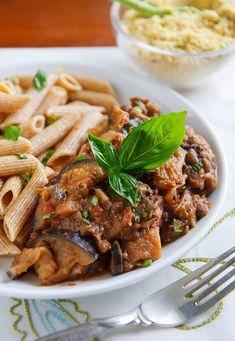 Skillet Eggplant and Lentils Quick Vegan Meals, Delicious Vegan Recipes, Fat Free Vegan, Parmesan Recipes, Vegan Main Dishes, Lentil Recipes, Eggplant Recipes, Vegan Kitchen, Going Vegan