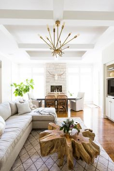 A Neutral Space with an Effortless Mix of Pattern and Texture | Rue