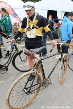 : Tweed Ride, Old Bicycle, Vintage Cycles, Bike Style, Cycling Art, Electric Bicycle, Classic Bikes, Peugeot, Fitness