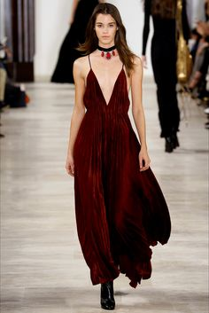 Take a look to Ralph Lauren Collections Fall Winter 2016-17collection: the fashion accessories and outfits seen on New York runaways.