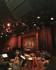 Listen to the sounds of and blues in the Japanese capital with our guide to five unmissable jazz clubs located right in the heart of Tokyo. Reggae Music, Jazz Music, Pop Music, Live Music, Canta Bar, Speakeasy Decor, Jazz Bar, Cool Jazz, Jazz Club