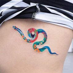Best Snake Tattoos Designs Ideas // September, 2019 🐍✨ colorful snake tattoo on ribs by Forearm Tattoos, Body Art Tattoos, New Tattoos, Sleeve Tattoos, Tattoos For Guys, Color Tattoos, Trendy Tattoos, Cute Tattoos, Unique Tattoos