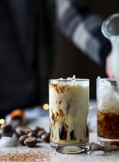 Pumpkins may make you think of fall, but this mouth-watering pumpkin spice latte recipe is good anytime of the year! Eggnog Coffee, Coffee Drinks, Iced Coffee, Coffee Time, Coffee Dessert, Coffee Shop, Yummy Drinks, Yummy Food, Bomb Drinks