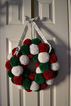 Princess Crafts: Christmas Make: Pom Pom Wreath - Tutorial Would look good with jingle bells Christmas Makes, Christmas Fun, Christmas Wreaths, Christmas Decorations, Christmas Ornaments, Simple Christmas Crafts, Christmas Pom Pom Crafts, Crochet Christmas Wreath, Crochet Ornaments