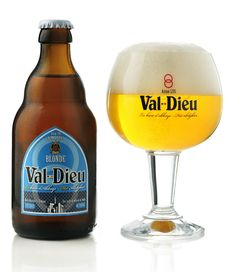 Val-Dieu Blonde, an officially recognised Belgian abbey beer, brewed in the agricultural Herve region by Brasserie de l'Abbaye du Val-Dieu. Malt Beer, Beers Of The World, Belgian Beer, Beer Brands, Brew Pub, Beer Label, Wine And Beer, Beer Lovers, Brewery