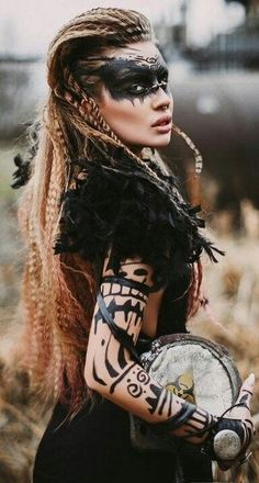 Inspiring and current images for Indian face painting - Modern fashion - Viking Halloween Costume, Vikings Halloween, Costume Make Up, Women Halloween, Maquillage Halloween, Halloween Makeup, Viking Makeup, Tribal Makeup, Indian Face