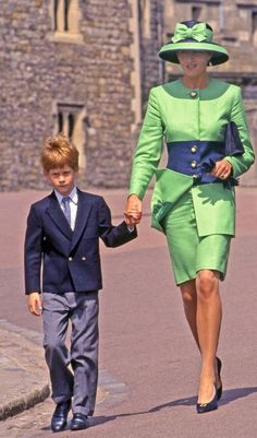 Diana, Princess of Wales and her son, Prince Harry attend the wedding of Lady Helen Windsor and Tim Taylor at St. Princess Diana Fashion, Princess Diana Family, Royal Princess, Princess Of Wales, Diana Son, Lady Diana Spencer, Princesa Diana, Estilo Real, Royal Fashion