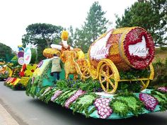 Da Lat Flower Festival 2013 will include many great programs such as Da Lat #flower Exhibition and ornamental plants, #festival makeup flowers Da Lat, Opening Ceremony Cultural #Tourism Week 2013, with series of workshops, seminars international, ...