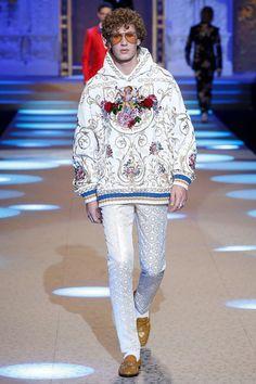Dolce Gabbana Herbst/Winter Menswear - Fashion Week, Seite 83 ( Deutschland - look Mens Fashion 2018, Trendy Mens Fashion, Autumn Fashion 2018, Mens Fashion Suits, Fashion Week, Dolce & Gabbana, Mode Masculine Fashion, Style Costume Homme, Latest Mens Wear