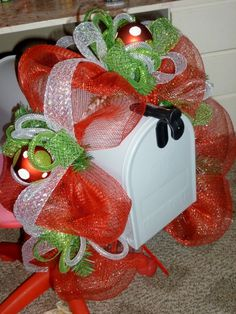 mesh mailbox topper - Click image to find more DIY & Crafts Pinterest pins