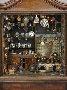This example of a Dutch kitchen housed in a cabinet is believed to date from the century. Dutch cabinet kitchen (Kitchen), (made). Fully furnished cabinet kitchen made in Holland between 1670 and Museum Number Vitrine Miniature, Miniature Rooms, Miniature Kitchen, Miniature Crafts, Miniature Houses, Miniature Furniture, Dollhouse Furniture, Dutch Kitchen, Mini Kitchen