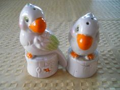 Parrot Salt and Pepper Shakers  Vintage Collectible by DEWshophere, $10.99