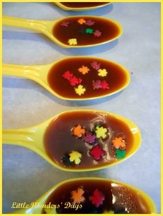 caramel spoons + hot apple cider for fall Christmas Party Snacks, Fall Snacks, Fall Treats, Halloween Treats, Warm Apple Cider, Cider Making, Caramel Apples, Favorite Recipes, Drink Mixes