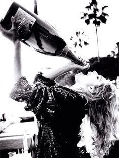 Kan wijn zonder alcohol lekker zijn? Alcoholvrije mousserende wijn worden blind geproefd. Lees hier wat onze wijnprof er van vindt!
