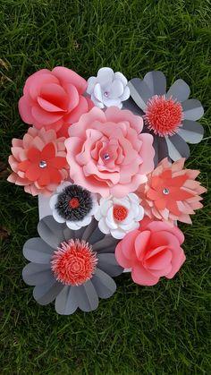 Paper flower mini wall art ♡   Facebook: https://m.facebook.com/Uplifting-Surprise-Paper-Flowers-1642158762737688/   Instagram: Paper_Flowers_and_More