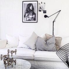 Linnesoffa och soffbord i marmor