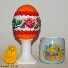 Design by Suzi: Polystyrénové vajíčka Crossstitch, Easter Eggs, Snow Globes, Jar, Spring, Design, Decor, Scrappy Quilts, Cross Stitch