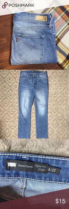 "Levis Demi Curve Classic Rise Straight Leg Jeans 4 Levis Demi Curve Classic Rise Straight Leg Light Wash Faded Jeans SZ 4 27 x 29  *Great Used Condition!  Measurements: 28"" Waist 29"" Inseam 8"" Rise Levi's Jeans Straight Leg"