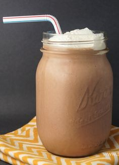 Have your chocolate shake for breakfast without a worry! It's under 300 calories! Get the recipe here - plus 29 others under 300 calories. Yummy Drinks, Healthy Drinks, Healthy Smoothies, Healthy Snacks, Yummy Food, Healthy Recipes, Healthy Breakfasts, Eating Healthy, Healthy Living