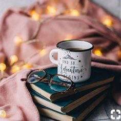 Photography coffee mug good books 15 Super ideas Flatlay Instagram, Fashion Blogger Instagram, Book Instagram, Autumn Instagram, Autumn Aesthetic, Book Aesthetic, Photografy Art, Coffee Photography, Photography Lighting