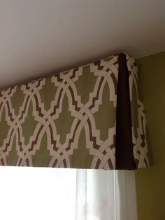 Opened inverted pleated valance